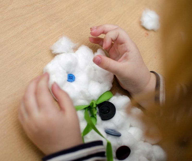 bostik-bloggers-snowman-craft-button-eyes
