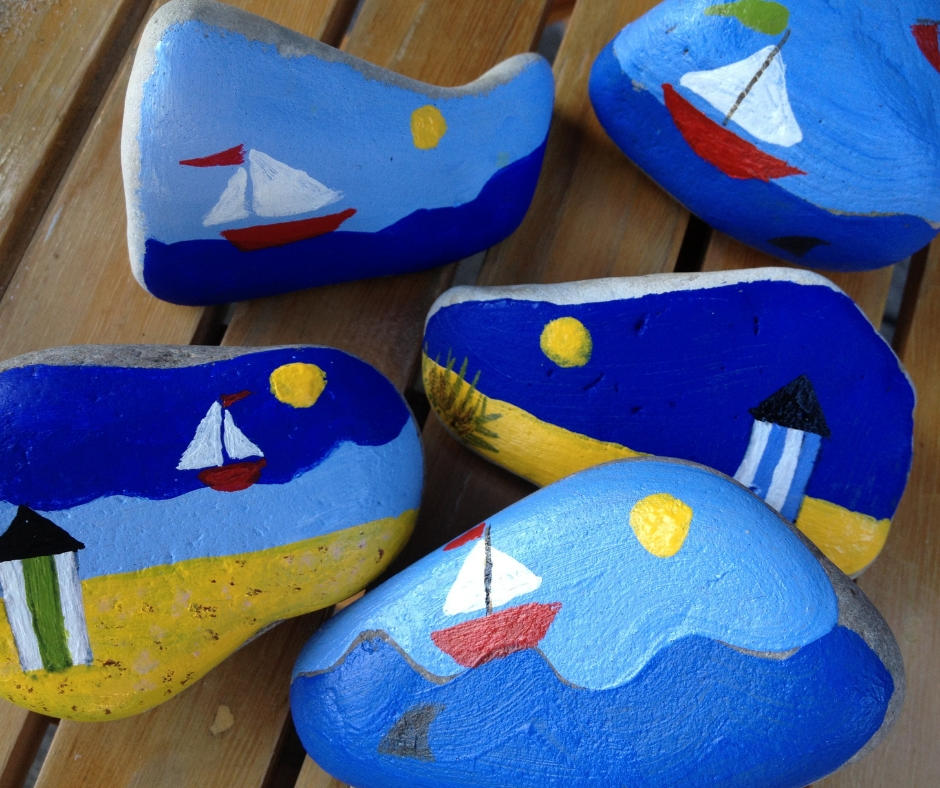 Paint rocks between Christmas and New Year
