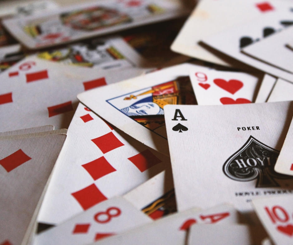 Play cards between Christmas and New Year