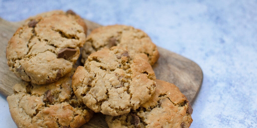 Chocolate and peanut butter oat cookies