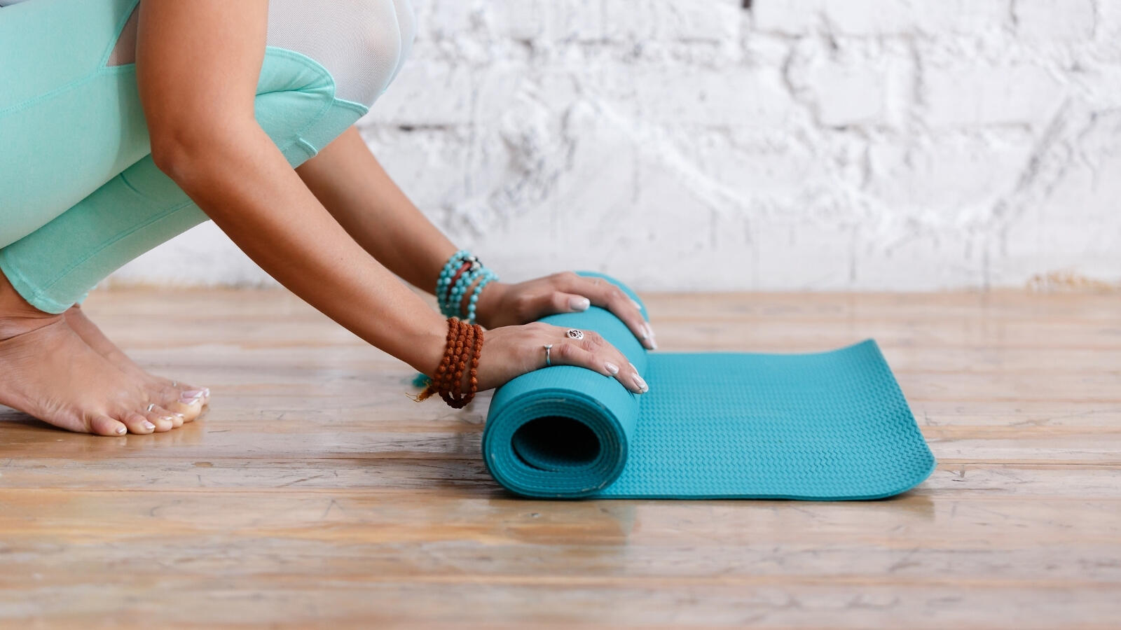 What equipment do you need to do yoga_